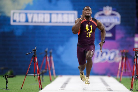 LSU linebacker Devin White runs the 40-yard dash at the NFL football scouting combine in Indianapolis, Sunday, March 3, 2019.