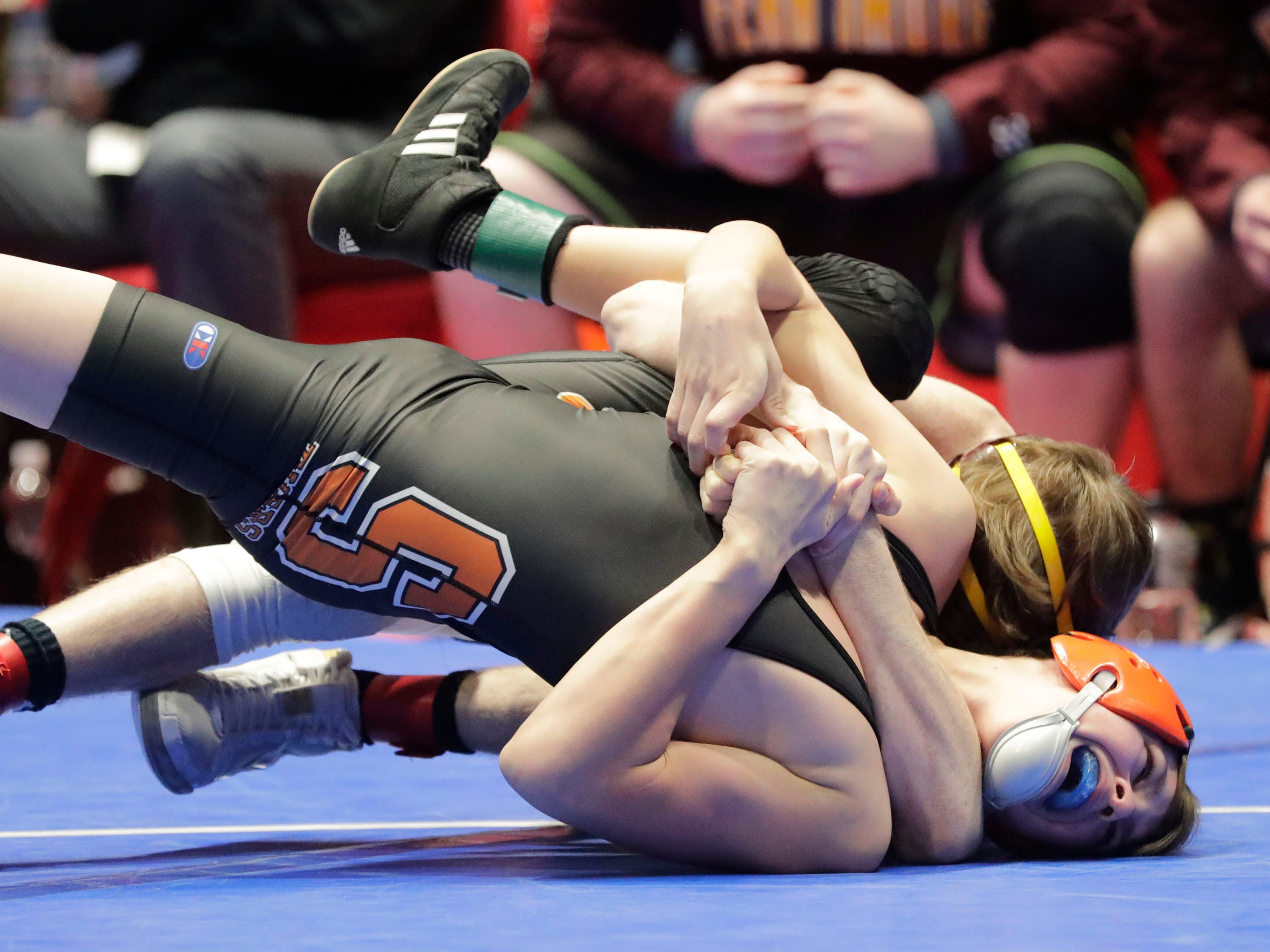 Stratford's Logan Gaulke, right, wrestles Fennimore's Brody Lee in the 106-pound class, Saturday, March 2, 2019, in Madison, Wis.