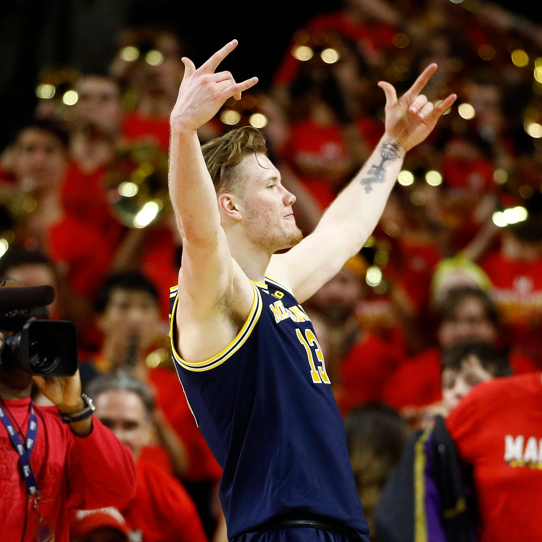 Maryland fans call Michigan's Ignas Brazdeikis ugly and he blows them a kiss