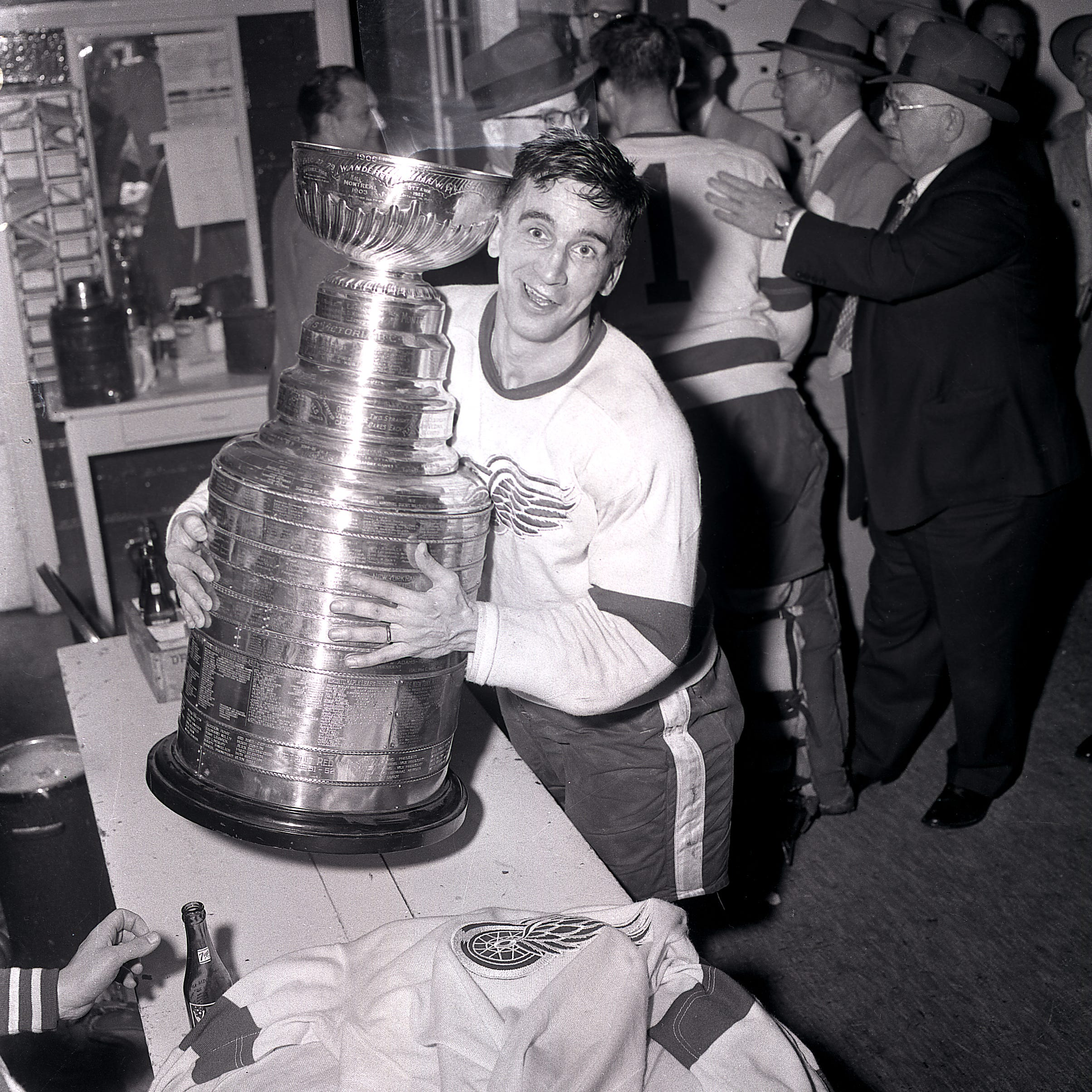 Detroit Red Wings legend Ted Lindsay dead at 93