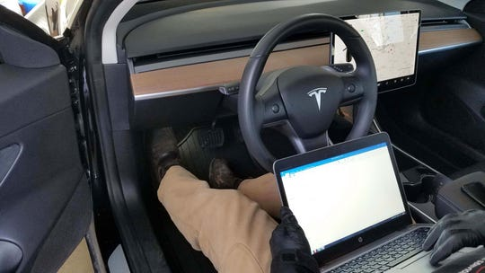 In addition to replacing a broken sensor at Payne's home, the Tesla Model Unit mechanic ran a diagnostic check to make sure everything was in good shape.