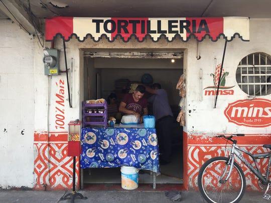 Tortillas are a specialty in Roma Sur. (Ray Mark Rinaldi/Chicago Tribune/TNS)