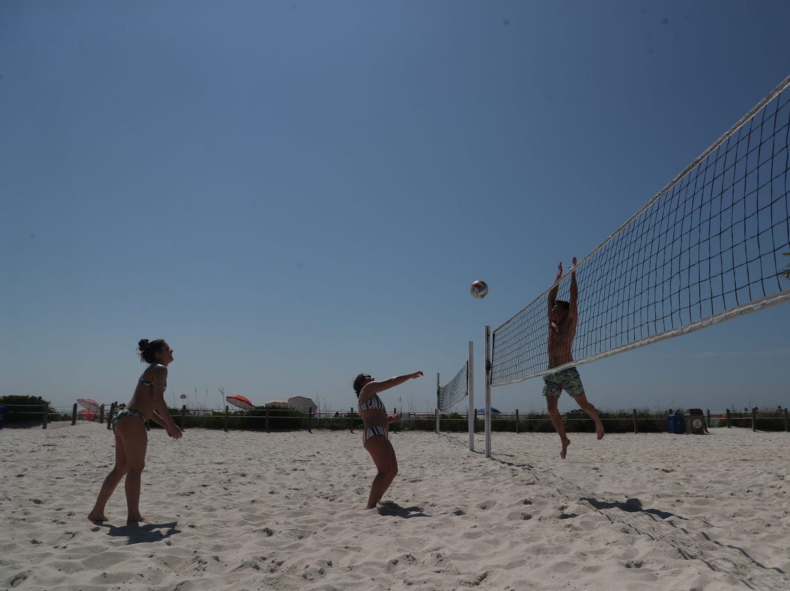 Spring Break is getting underway on Fort Myers Beach. Schools from all over the country are starting to descend on Southwest Florida to start the annual right of passage.