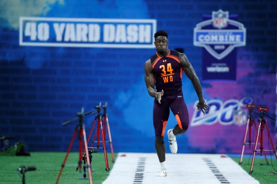 Mar 2, 2019; Indianapolis, IN, USA; Mississippi wide receiver D K Metcalf (WO34) runs the 40 yard dash during the 2019 NFL Combine at Lucas Oil Stadium. Mandatory Credit: Brian Spurlock-USA TODAY Sports