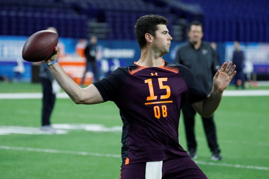 Mar 2, 2019; Indianapolis, IN, USA; Auburn quarterback Jarrett Stidham (QB15)goes through pass catching drills during the workouts during the 2019 NFL Combine at Lucas Oil Stadium. Mandatory Credit: Brian Spurlock-USA TODAY Sports