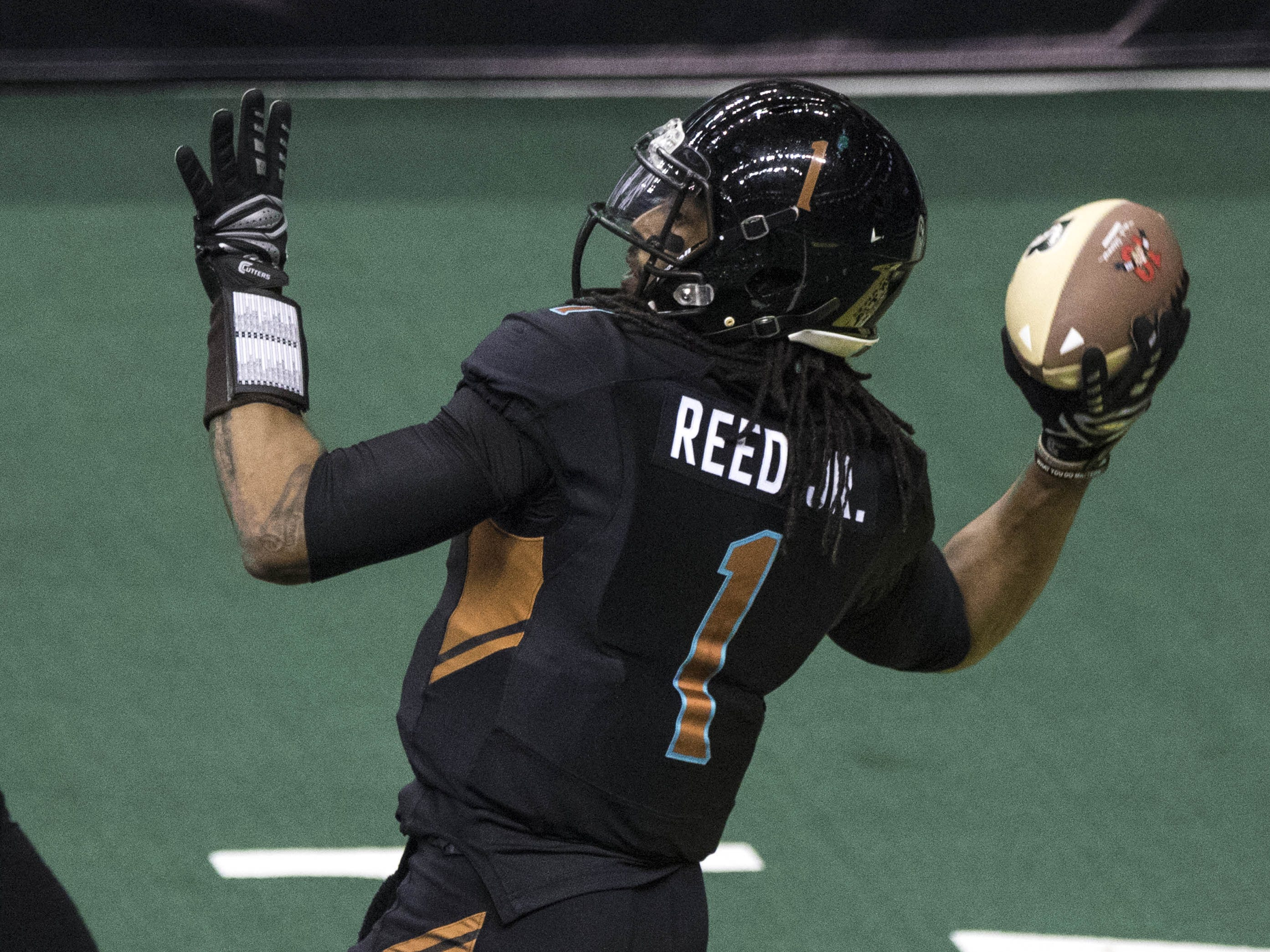 Arizona Rattlers Verlon Reed Jr (1). throws a first half pass  against Cedar Rapids River Kings during their game at Talking Stick Resort Arena in Phoenix, Sunday, March 3, 2019.