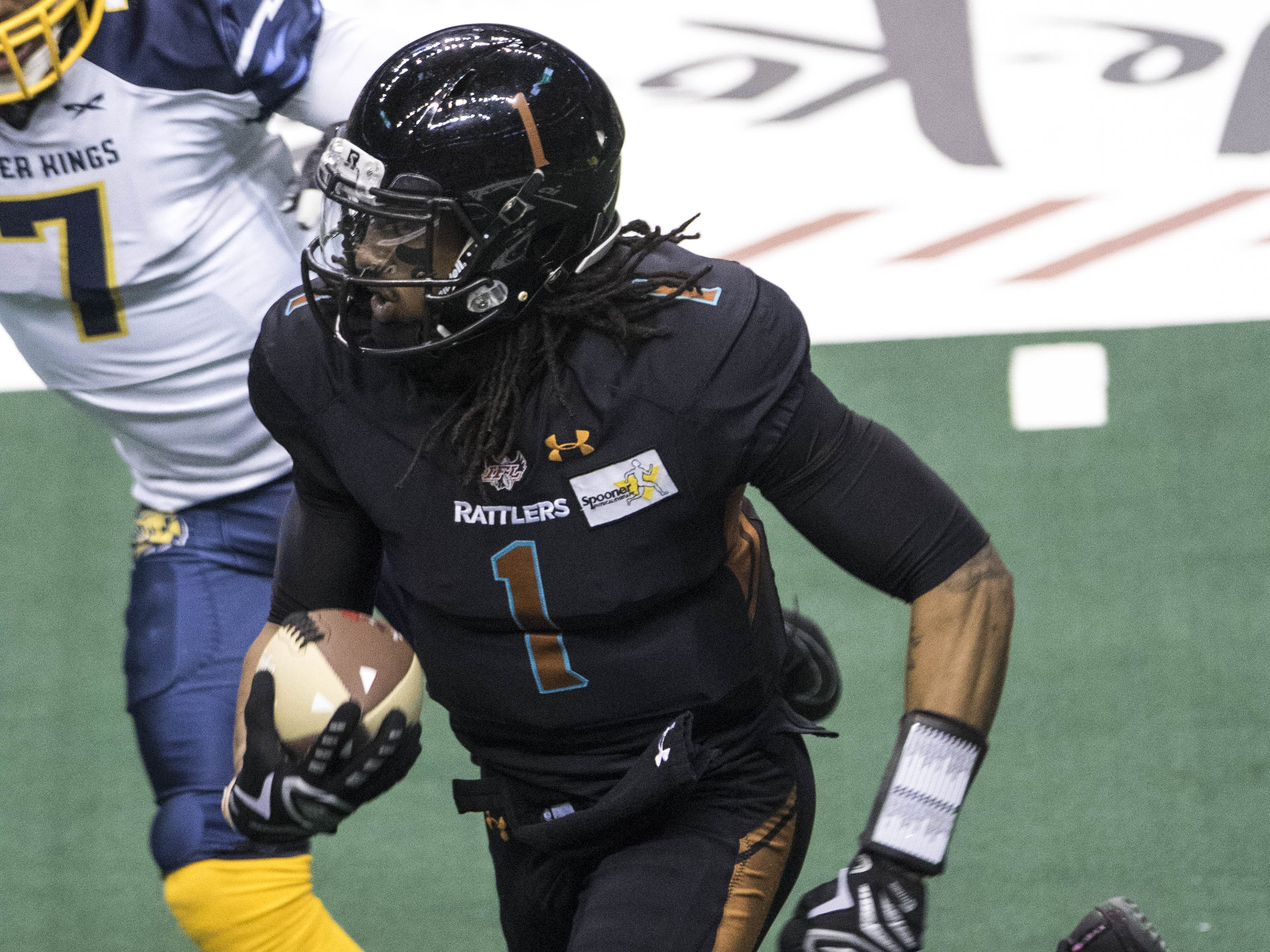 Arizona Rattlers Verlon Reed Jr.(1) runs for a first half touchdown against Cedar Rapids River Kings during their game at Talking Stick Resort Arena in Phoenix, Sunday, March 3, 2019.
