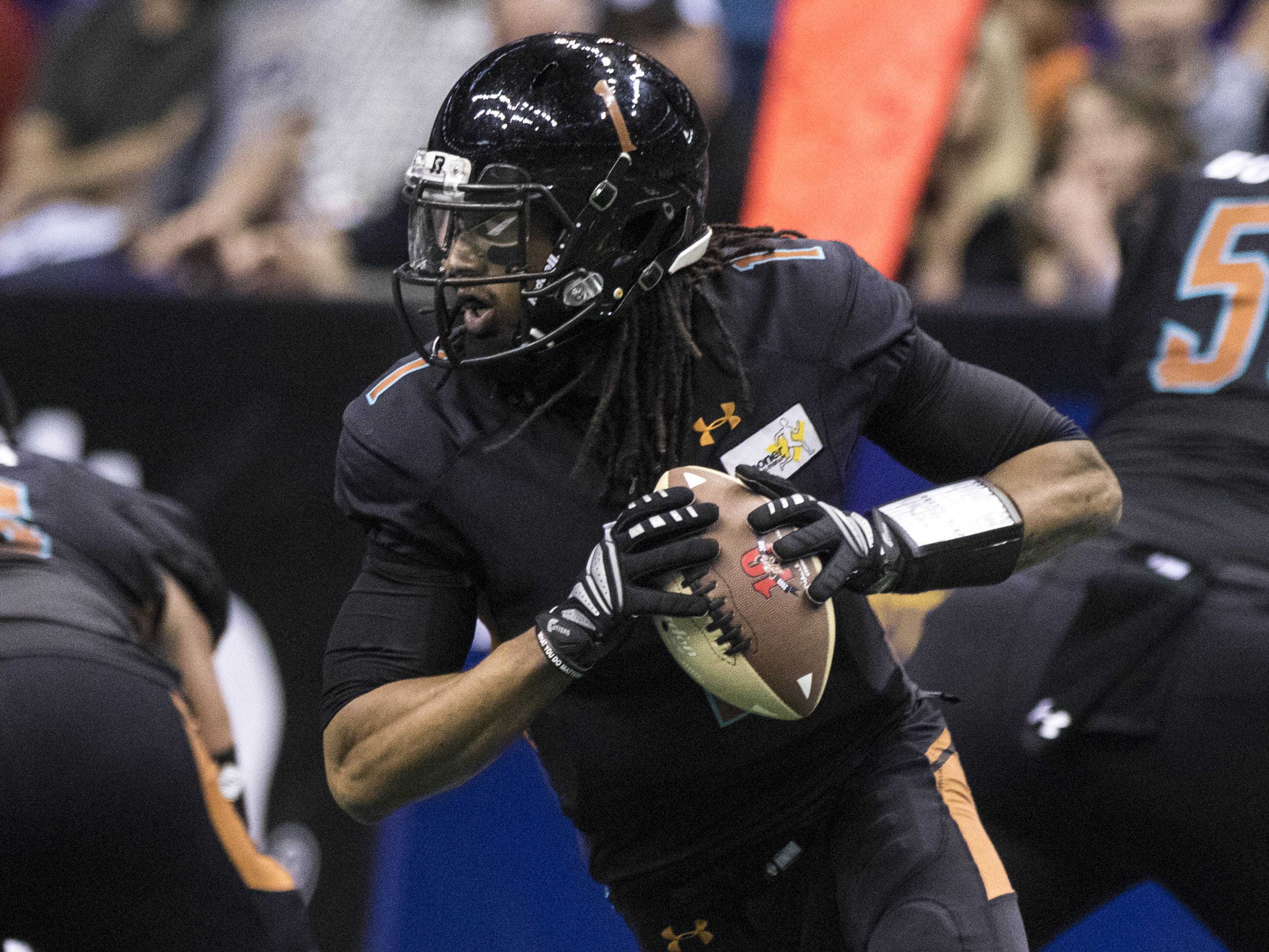 Arizona Rattlers Verlon Reed Jr.(1) looks for a receiver against Cedar Rapids River Kings during their game at Talking Stick Resort Arena in Phoenix, Sunday, March 3, 2019.