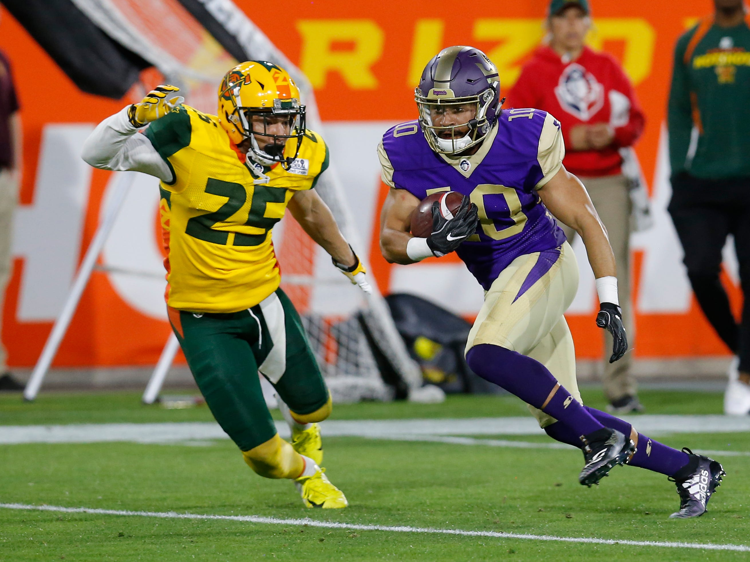 Atlanta Legends wide receiver Justin Thomas (10) runs away from Arizona Hotshots defensive back Sterling Moore (25) in the first half during an AAF football game, Sunday, March 3, 2019, at Sun Devil Stadium in Phoenix.