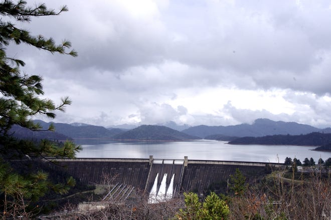 A view of Shasta Dam from the nearby overlook.