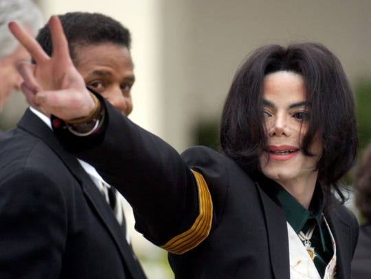 Michael Jackson waves to his supporters as he arrives for his child molestation trial at the Santa Barbara County Superior Court in Santa Maria, Calif. on March 2, 2005.