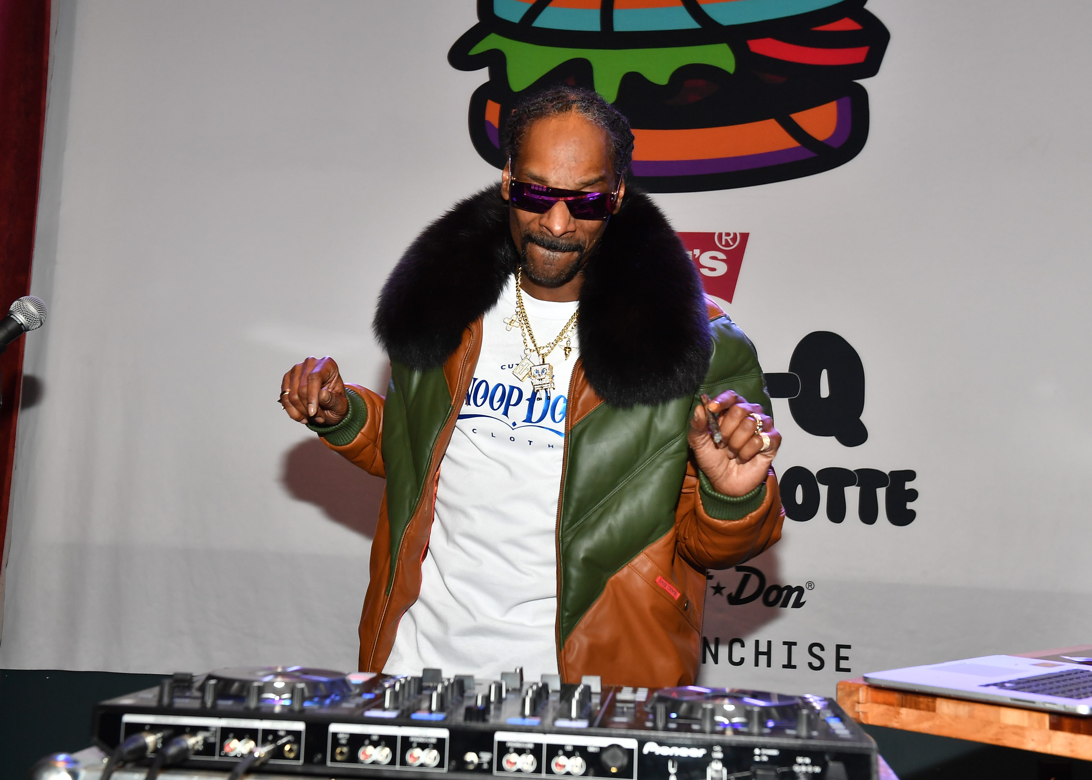 Snoop Dogg rips Lakers, calls for Luke Walton's firing and offers his box seats for $5