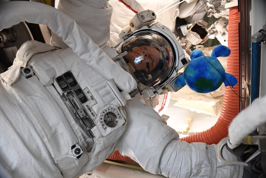 astronauts aboard the international space station - photo #31