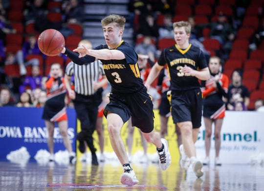 Winterset junior Easton Darling fires a pass in the fourth quarter against Sergeant Bluff-Luton in their Class 3A quarterfinal game during the 2019 Iowa high school boys state basketball tournament at Wells Fargo Arena in Des Moines.