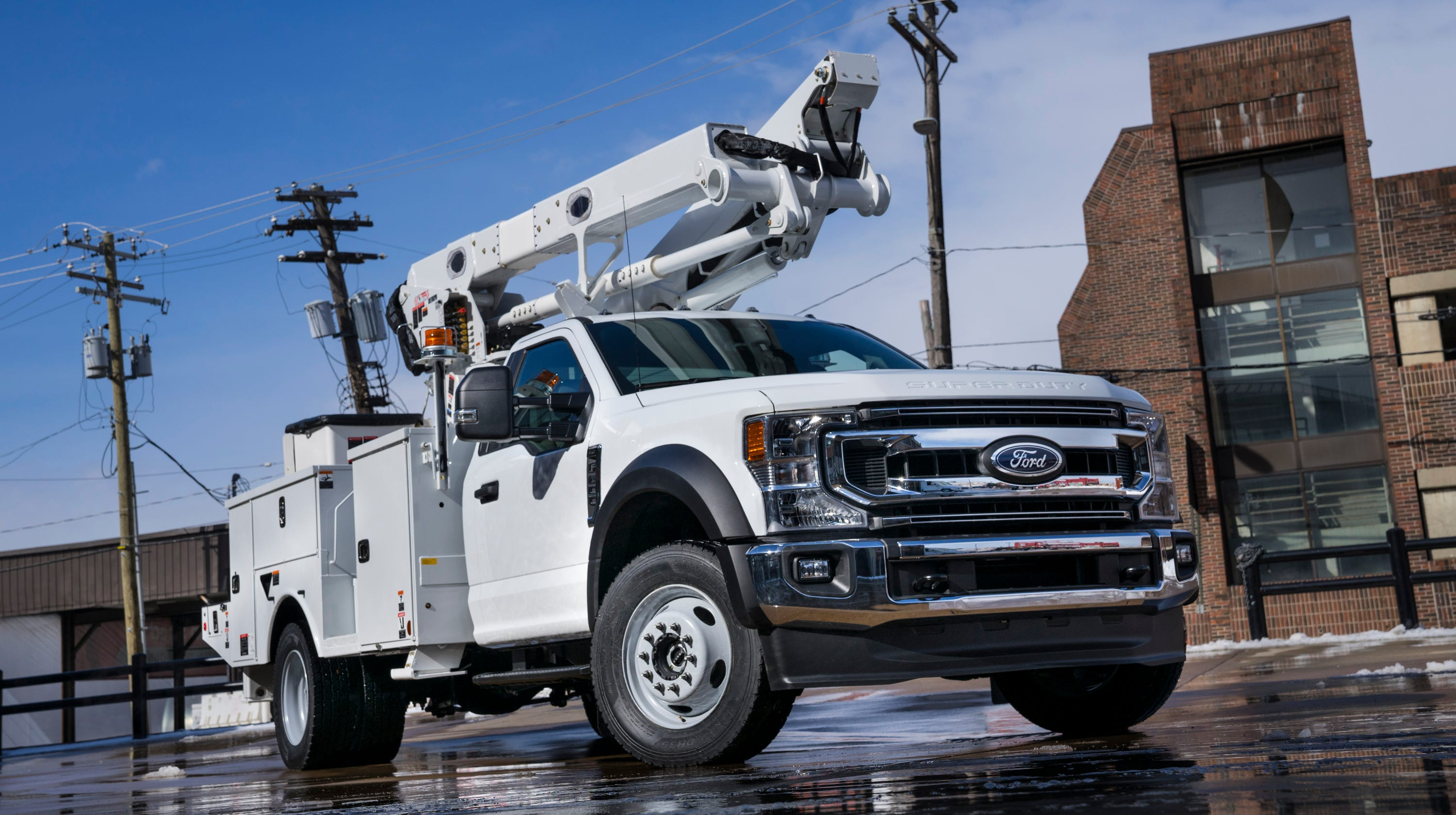 Big new Ford work trucks debut with new features, engine