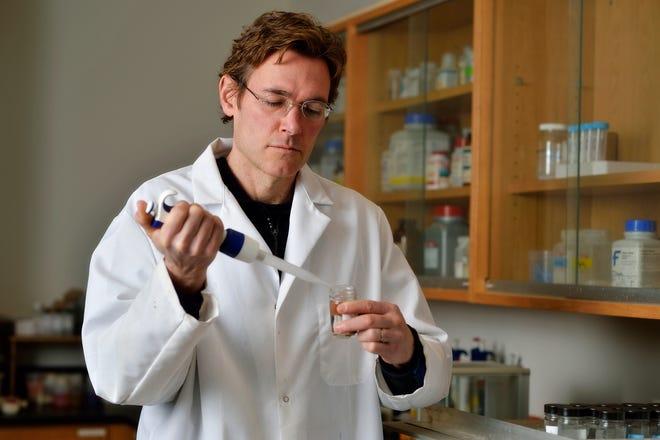 Virginia Tech Civil & Environmental Engineering professor Marc Edwards works in his university lab.
