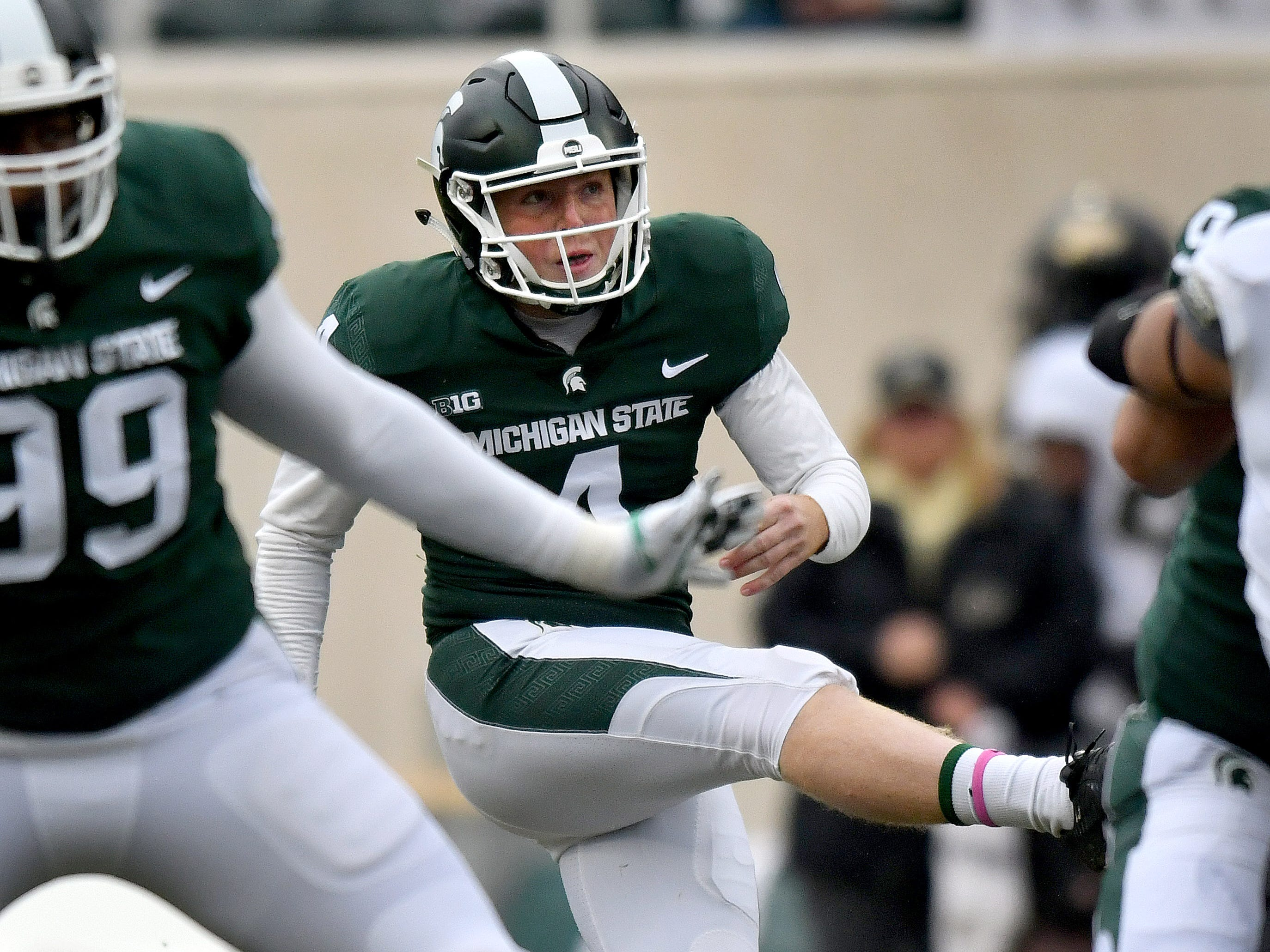 KICKER: Matt Coghlin – He earned first-team All-Big Ten honors as a sophomore in 2018. Coghlin was 18-of-22 on field goals (.818) and a perfect 25-of-25 on extra points. He ranked among MSU's single-season leaders in field-goal percentage (fifth at .818) and field goals (tied for eighth with 18).