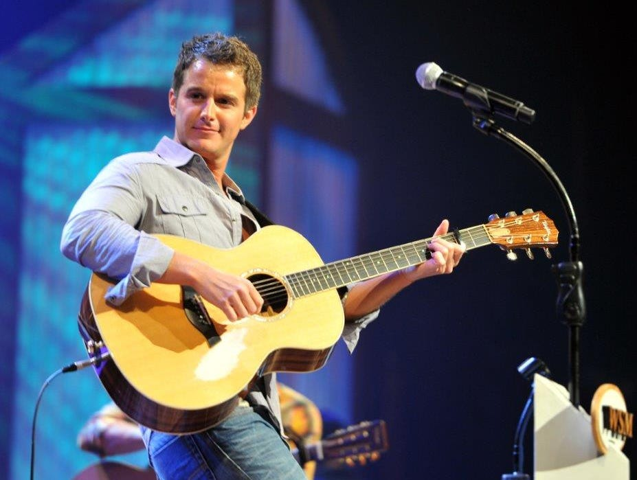 Easton Corbin is scheduled to play the Chevy Riverfront Stage at CMA Fest 2019.