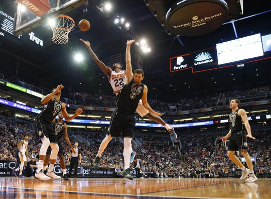 Phoenix Suns center Deandre Ayton (22) lays the ball in over Milwaukee Bucks forward Nikola Mirotic (41) during the fourth quarter in Phoenix March 4, 2019.