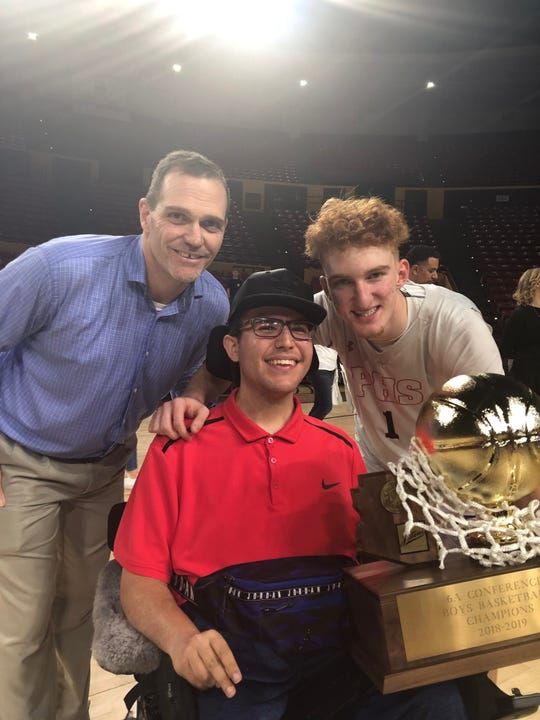 Brandon Wechsler, center, poses with Pinnacle boys basketball coach Charlie Wilde and Nico Mannion after Pinnacle won the 2018-19  6A state championship.