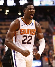 Deandre Ayton screams as he celebrates in the fourth quarter of the Suns' win over the Bucks.
