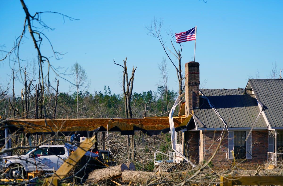 Admirable Alabama Tornado 2019 Family Struggled To Survive Inside A Home Interior And Landscaping Oversignezvosmurscom