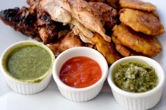 Tres de las muchas salsas que acompañan al pollo en Bomba incluyen el Chimichurri, la salsa picante de Bomba y una salsa de lima y albahaca con jalapeños.'s hot sauce and a jalapeno basil lime sauce.