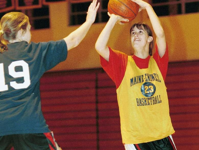 1998: Maine-Endwell's Andrea Bogart takes a shot in a recent practice.