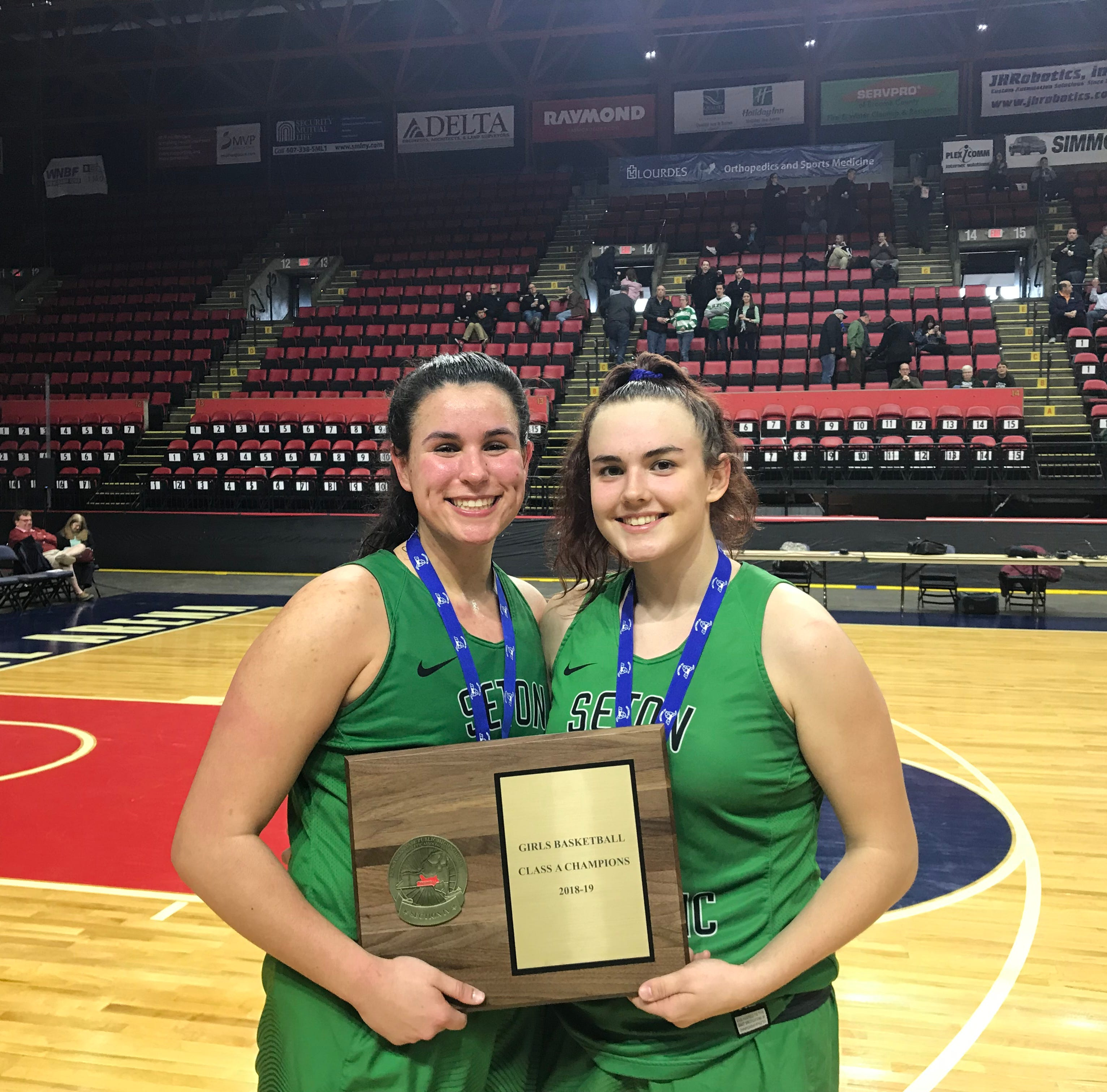 'Dynamic Duo' looks to lead Seton Catholic Central to basketball state semis again