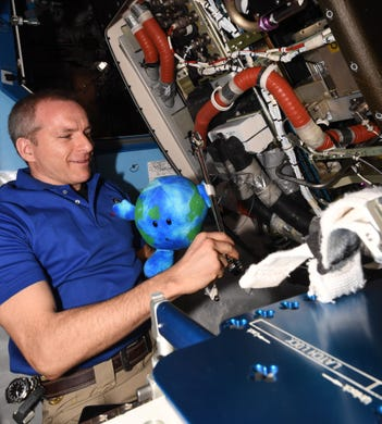 astronauts aboard the international space station - photo #20