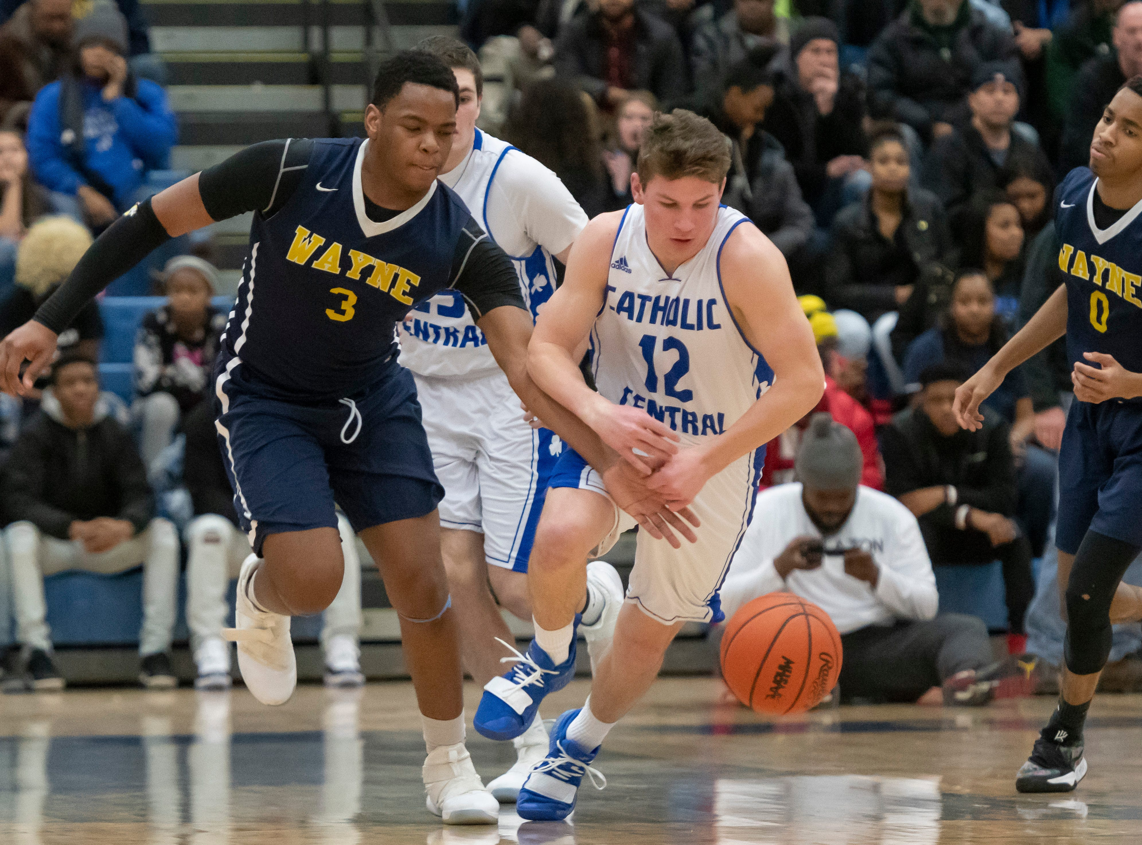 Wayne Memorial center Cartier Muse-Suber, left, tries to steal the ball away from Detroit Catholic Central's Keegan Koehler during the first half.