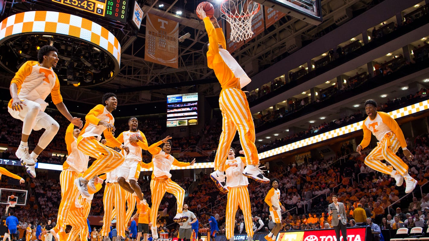Vols fans recreate 'One Fly, We All Fly' in honor of March Madness