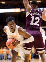 Tennessee guard Admiral Schofield (5) looks for an open teammate during Tennessee's home finale against Mississippi State at Thompson-Boling Arena in Knoxville on Tuesday, March 5, 2019.