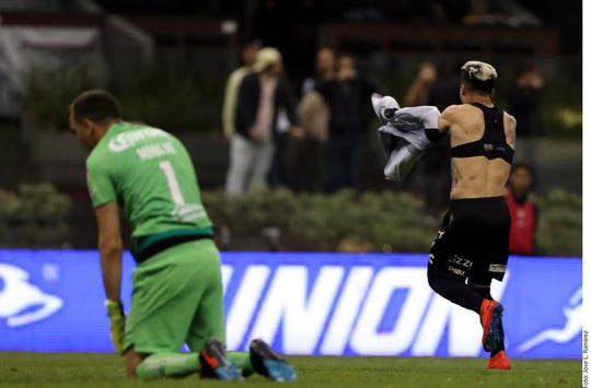 Bryan Fernández celebra su gol frente a Marchesín.
