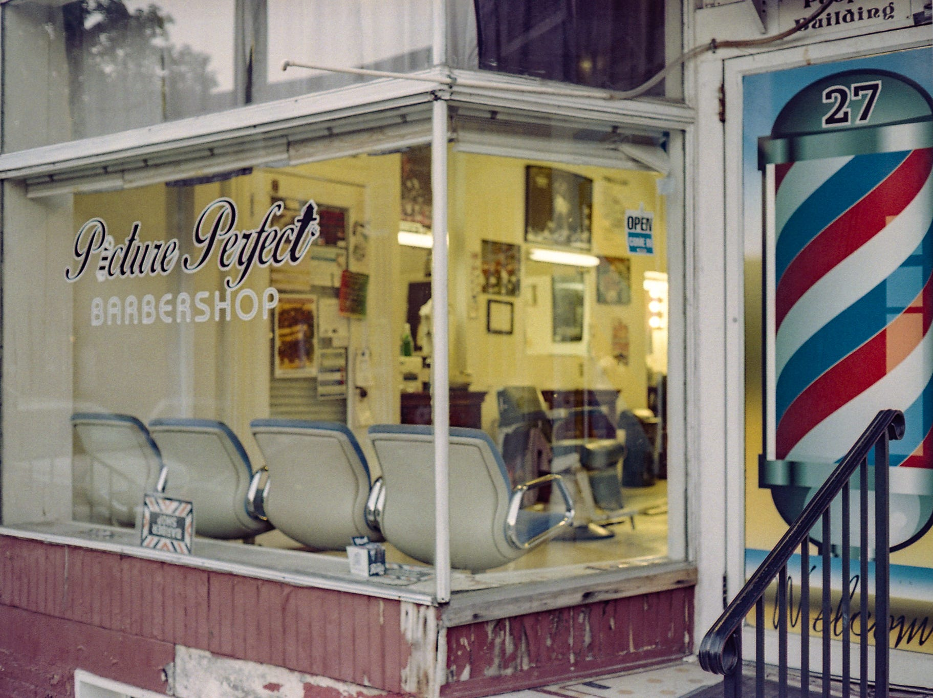 "The ""Picture Perfect"" Barbershop on King Street. [Yashica Electro 35 GX] [Lomography 400]"