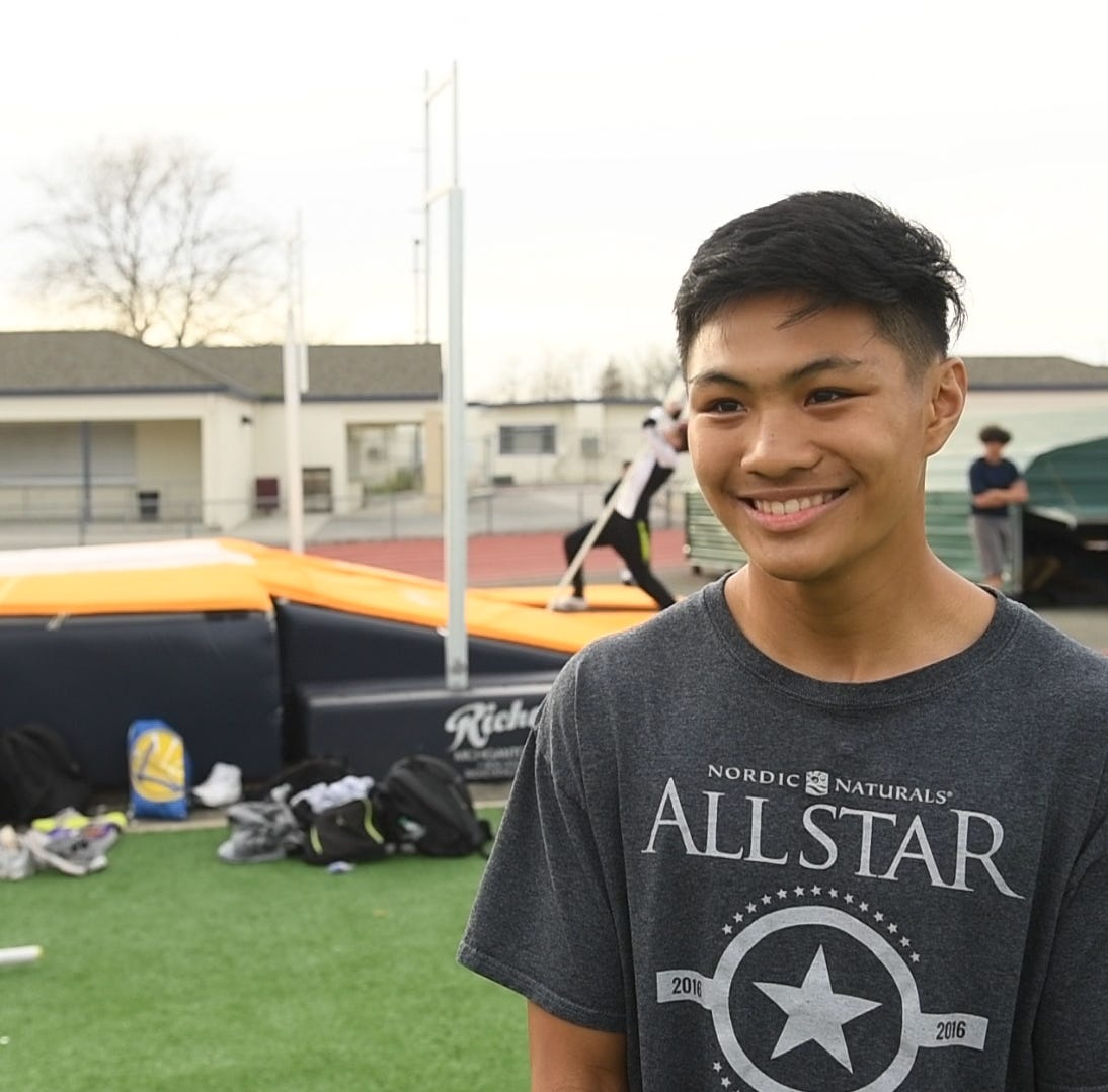 Soaring Eagle: Meet Everett Alvarez' record-setting pole vaulter