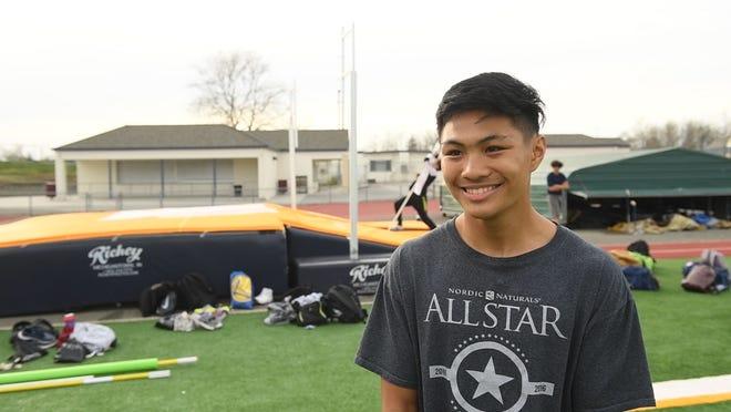 Everett Alvarez junior Vicentejordan Vanderlipe.