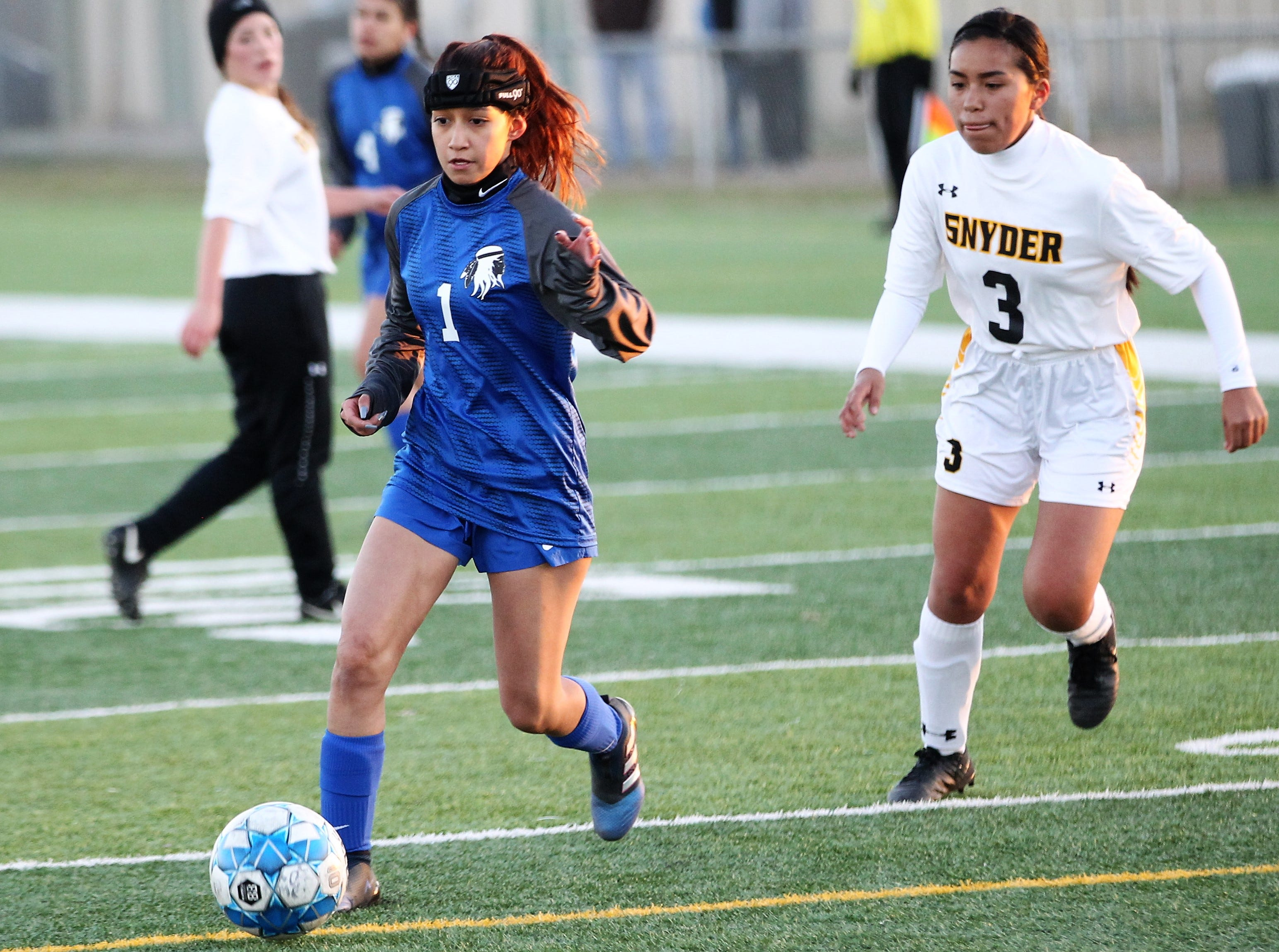Lake View's Elida Vela makes a move toward the goal in a District 4-4A soccer match against Snyder at Old Bobcat Stadium on Tuesday, March 5, 2019.