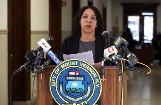 Comptroller Deborah Reynolds responds to Mayor Richard Thomas' accusations of failing to pay vendors for DPW March 6, 2019 at Mount Vernon City Hall.