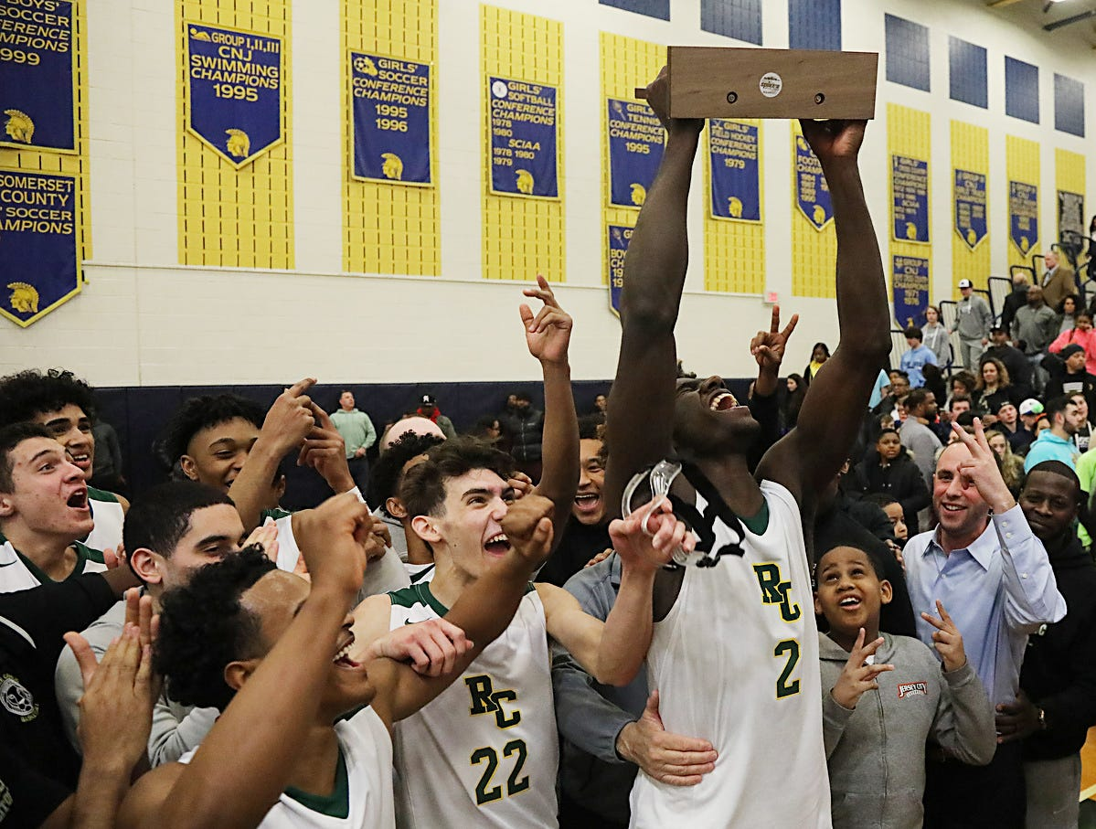 Roselle Catholic celebrates their win in the Non Public B North Boys Basketball Final.