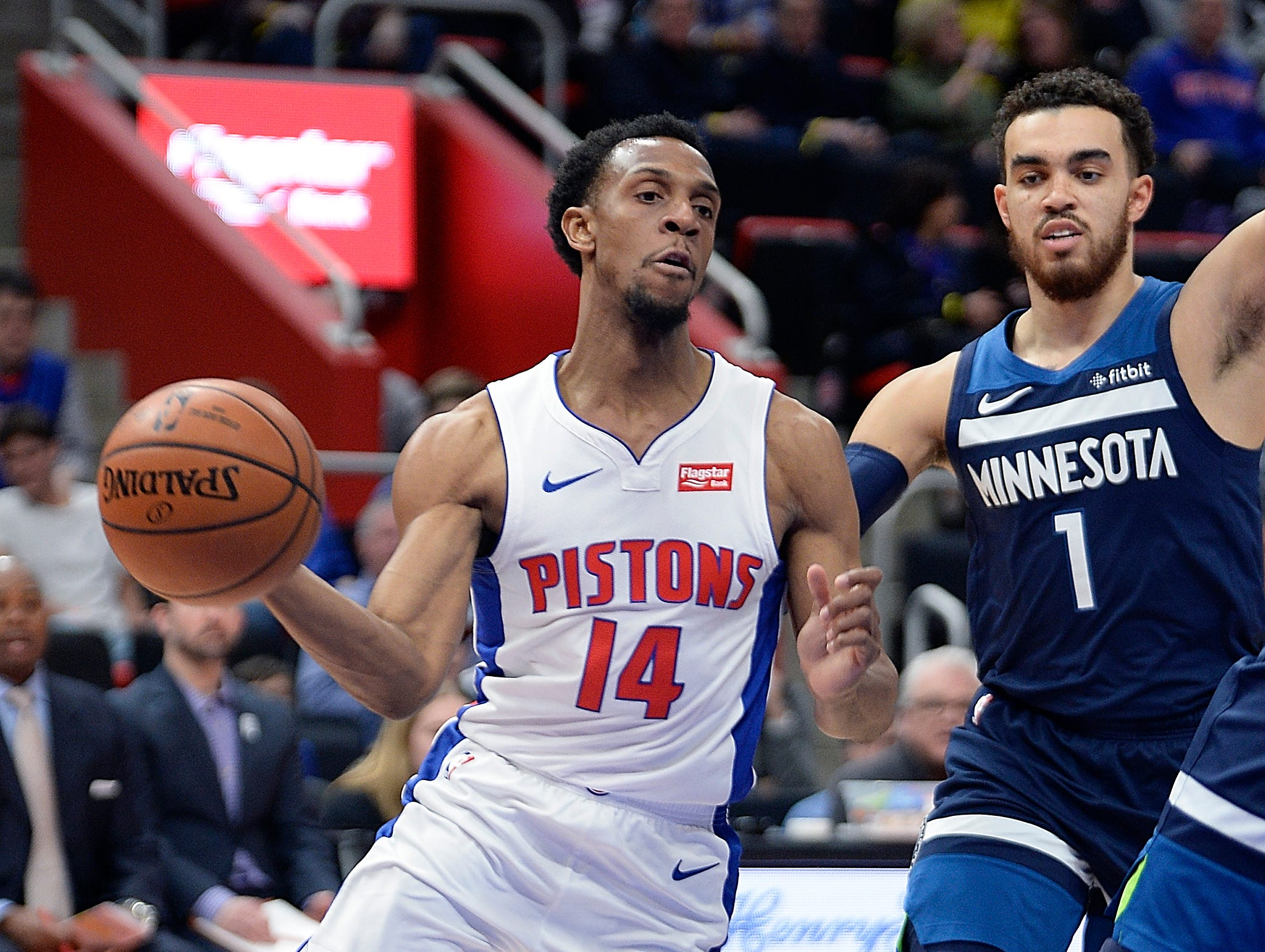 Pistons' Ish Smith drives around Timberwolves' Tyus Jones in the first quarter.