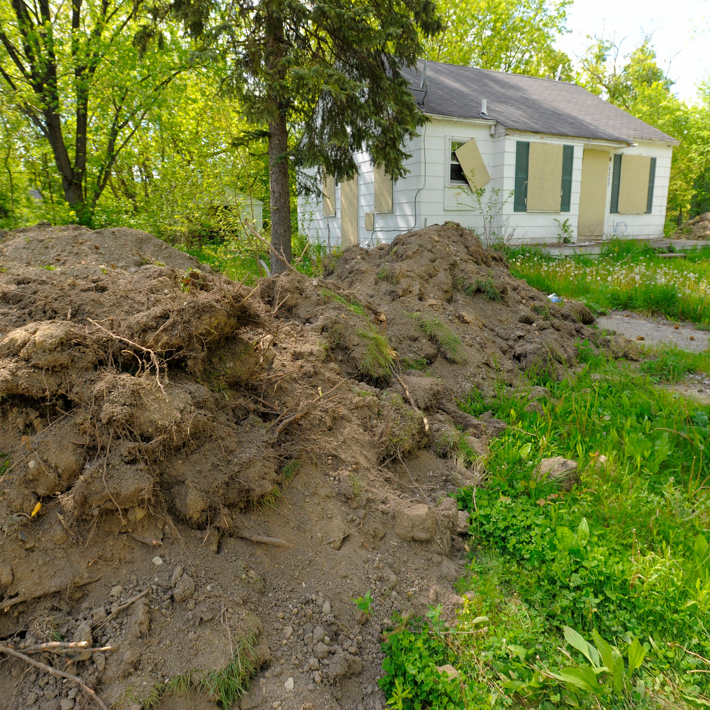Soil records under scrutiny in Detroit demolitions