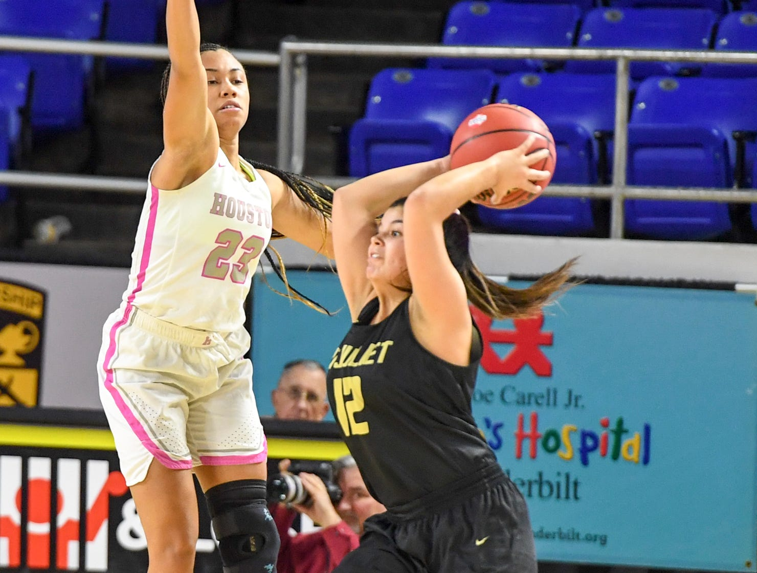 Houston's Madison Griggs (23) attempts to deflect a pass from Mt. Juliet's Ryleigh Osborne (12) during their Class AAA quarterfianl game, Wednesday, March 6, 2019, in Murfreesboro.