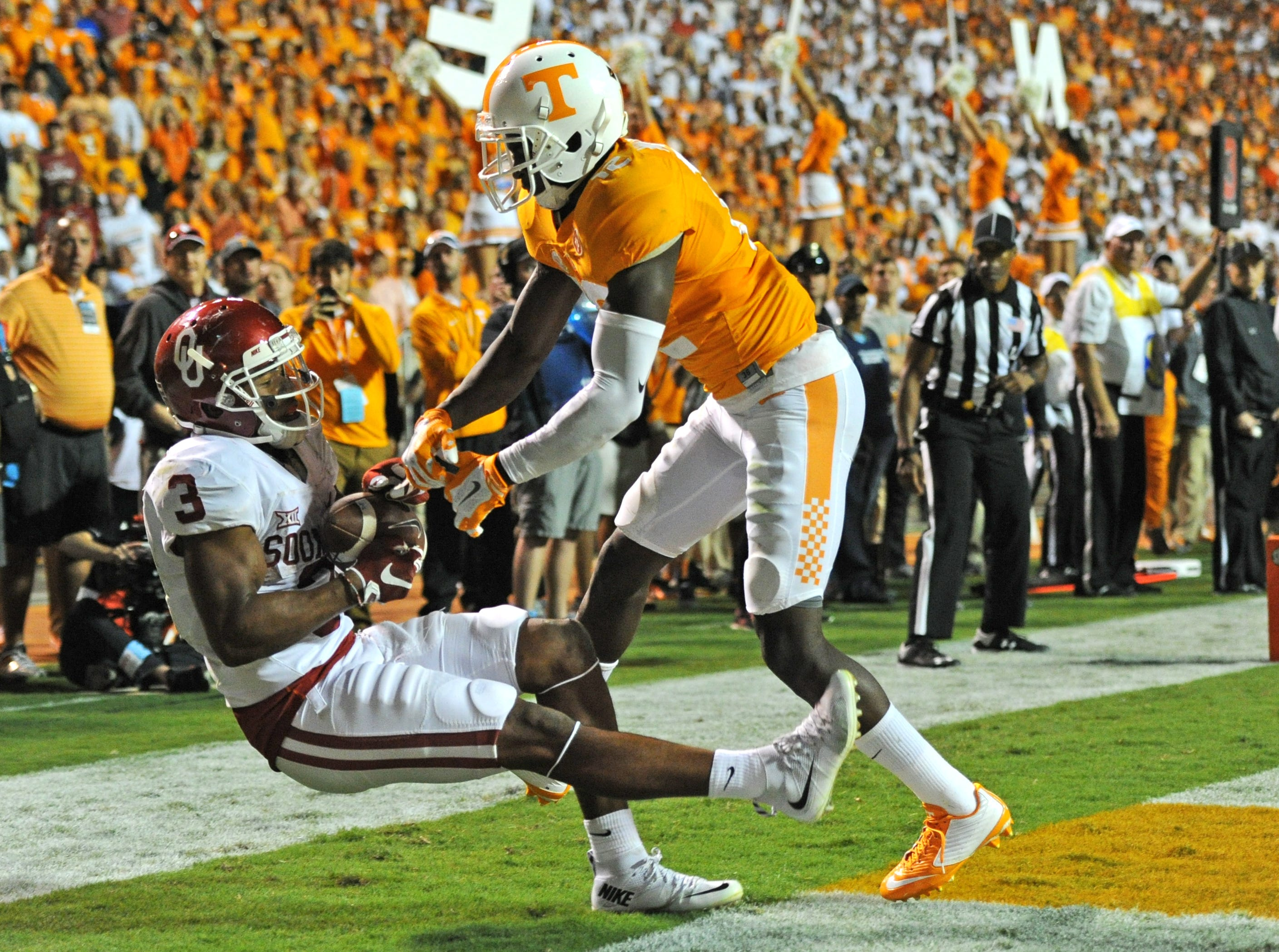 Oklahoma wide receiver Sterling Shepard (3) catches a touchdown pass against Tennessee defensive back Emmanuel Moseley (12) to tie the game 17-17 and send it into overtime at Neyland Stadium on Saturday, Sept. 12, 2015 in Knoxville, Tenn. Oklahoma won 31-24.