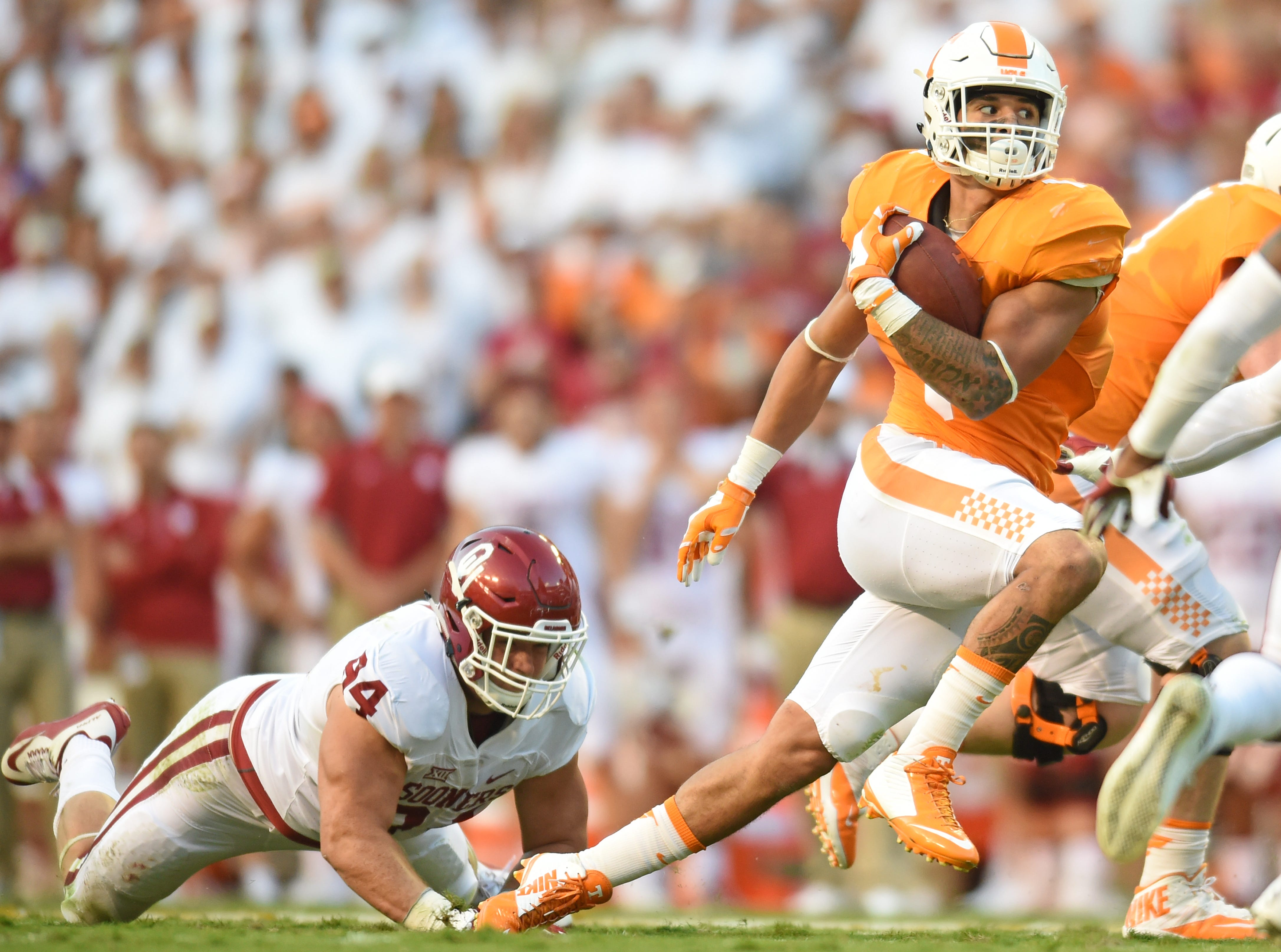 Tennessee running back Jalen Hurd (1) bursts away from Oklahoma fullback Jaxon Uhles (44) during the first half at Neyland Stadium on Saturday, Sept. 12, 2015 in Knoxville, Tenn.