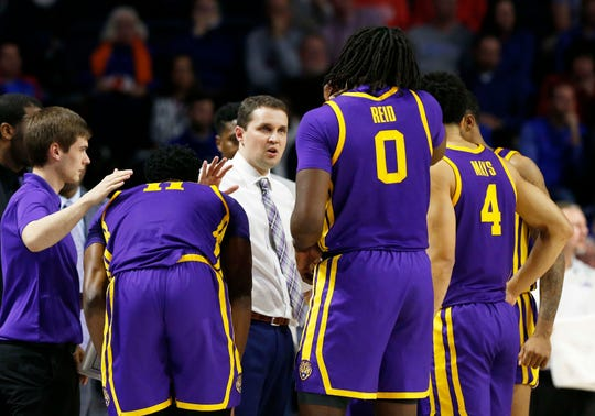 Mar 6, 2019; Gainesville, FL, USA; LSU Tigers head coach Will Wade huddles up with forward Kavell Bigby-Williams (11), forward Naz Reid (0), guard Skylar Mays (4) and teammates during the second half against the Florida Gators at Exactech Arena. Mandatory Credit: Kim Klement-USA TODAY Sports