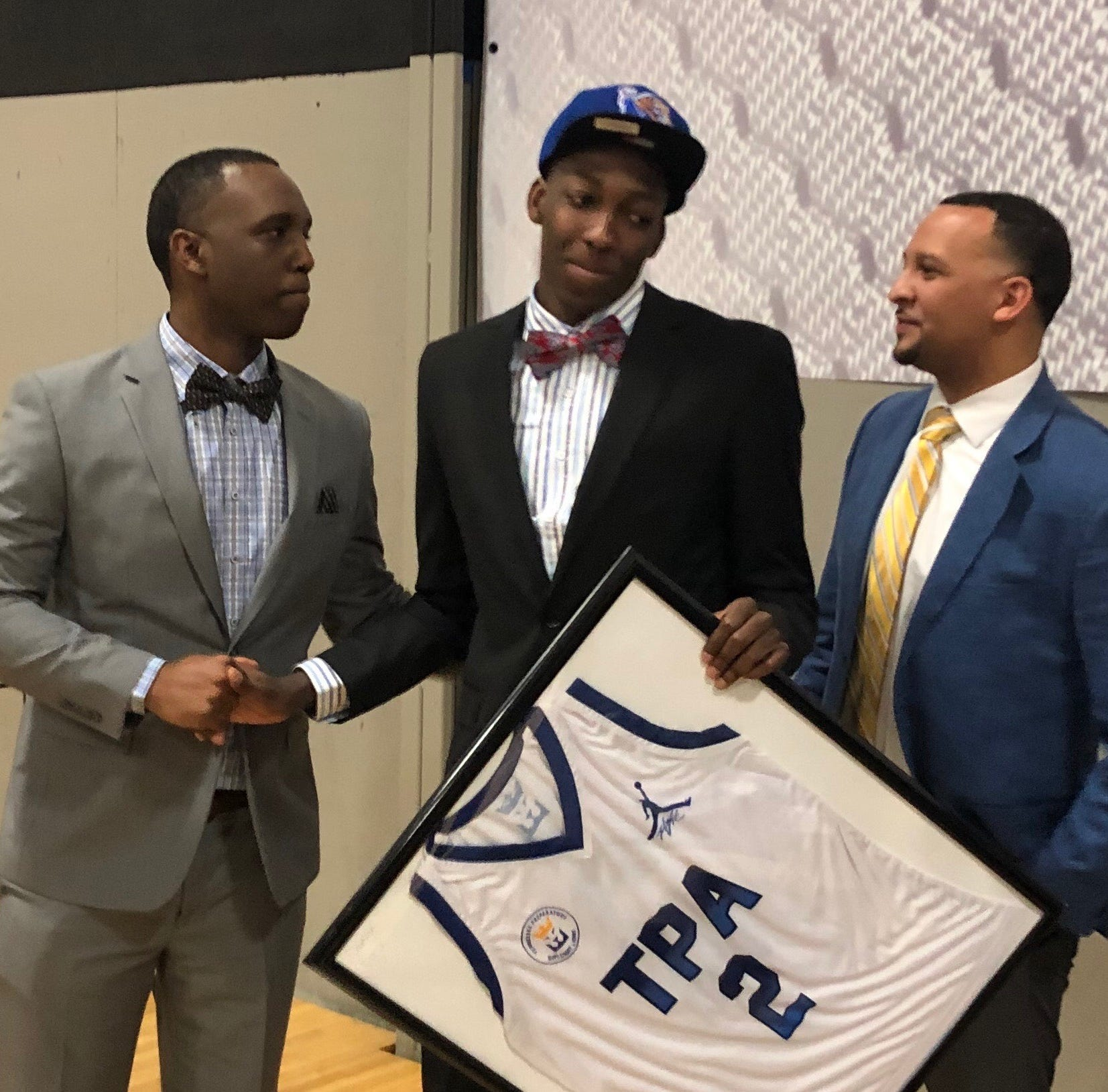 Damion Baugh officially signs with Memphis basketball