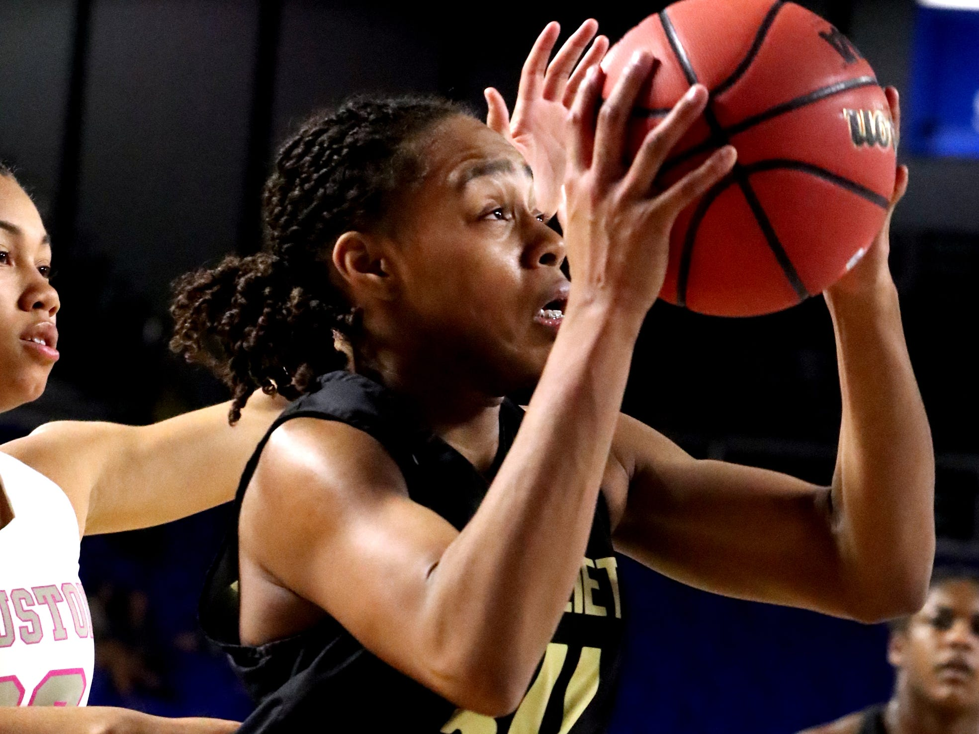 Mt. Juliet's Tondriannha Davis (34) drives to the basket during the quarterfinal round of the TSSAA Div. 1 Class AAA Girls State Tournament against the Houston, on Wednesday, March 6, 2019, at Murphy Center in Murfreesboro, Tenn.