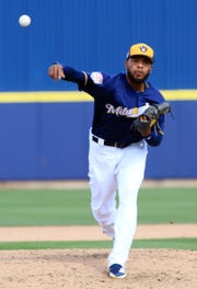 In his first outing of the season, Milwaukee Brewers Jeremy Jeffress left the game after three pitches, during their spring training game against the Arizona Diamondbacks, Wednesday, March 8, 2019, in Phoenix, Arizona.(Photo/Roy Dabner) ORG XMIT: RD141