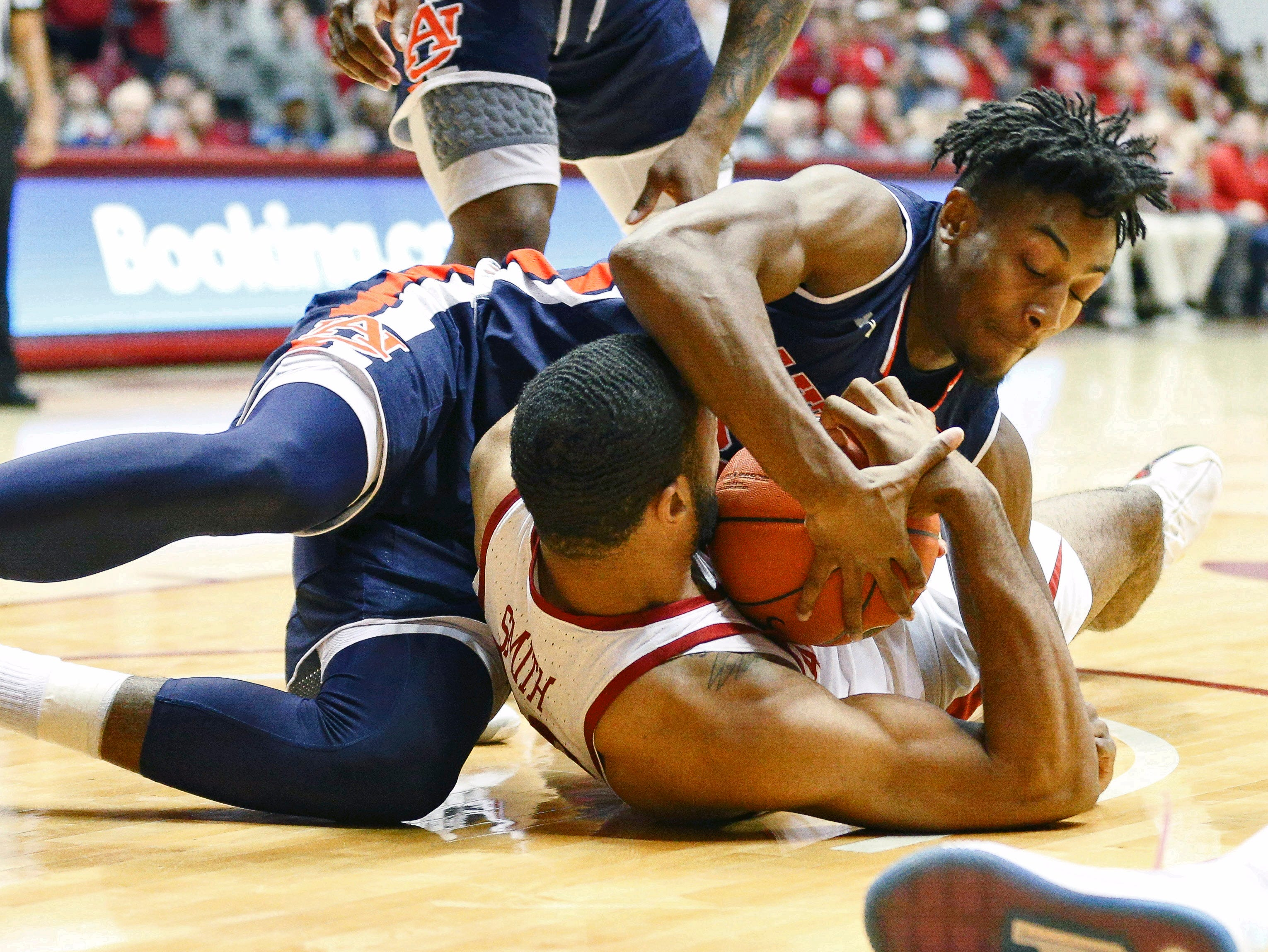 Mar 5, 2019; Tuscaloosa, AL, USA; Alabama Crimson Tide forward Galin Smith (30) fights for the ball against Auburn Tigers forward Anfernee McLemore (24) during the second half at Coleman Coliseum. Mandatory Credit: Marvin Gentry-USA TODAY Sports